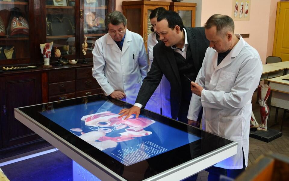 Анатомический стол Бриолайт в Южноукраинском национальном педагогическом университете имени К. Д. Ушинского