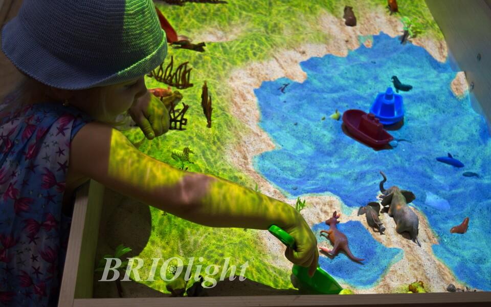 інтерактивна пісочниця може бути змонтавана в школі або дитячому садку